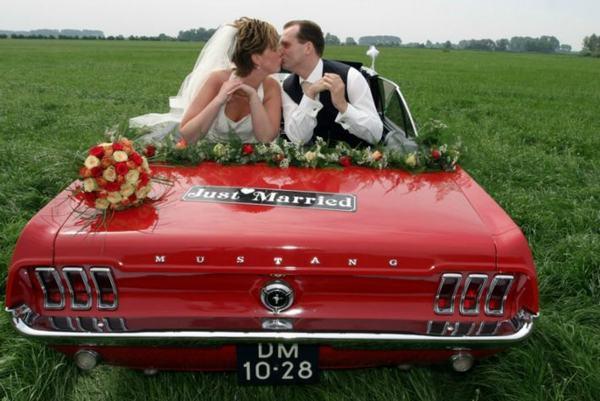 Al you need is een Ford mustan cabrio