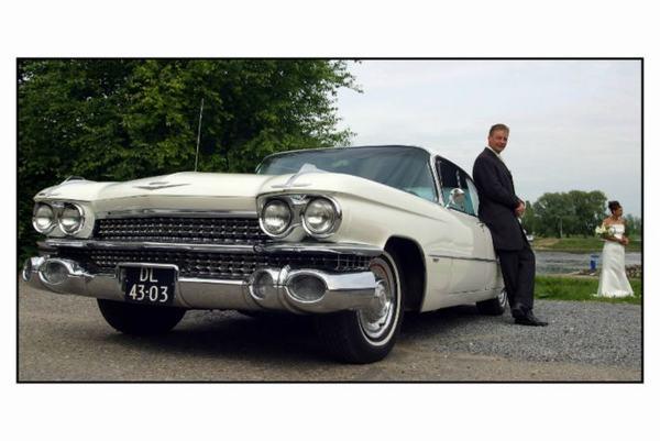 Cadillac huren heeft dit echtpaar bij ons ook gedaan