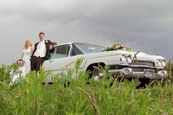 Echtpaar fotoreportage bij mooie Cadillac